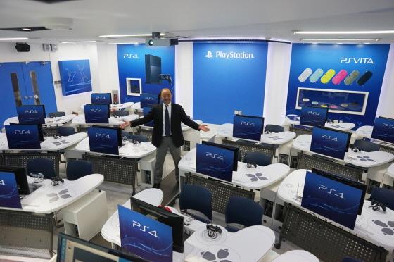 Photo of تدريس كل مايتعلق بأجهزة بلايستيشن 4 وبلايشتيشن فيتا في جامعة كورية