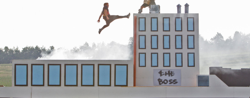 Watch this amazing video of Parkour in 8bit world