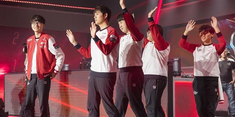 Photo of فريق الأبطال SK Telecom T1 يتقدم لنصف نهائي Worlds بقوة مع فوز على Royal Never Give Up