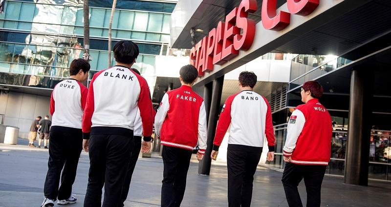 Photo of اعتراض فريق SK Telecom T1 على الفيديوهات المنتشرة للاعبيه على الإنترنت