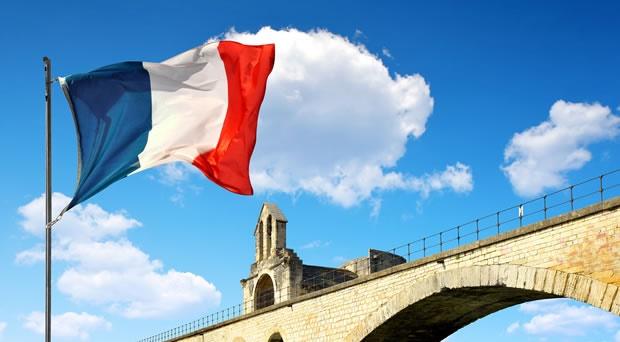 Photo of الحكومة الفرنسية تشرع قوانين عقود لاعبي الفيديو المحترفين رسمياً