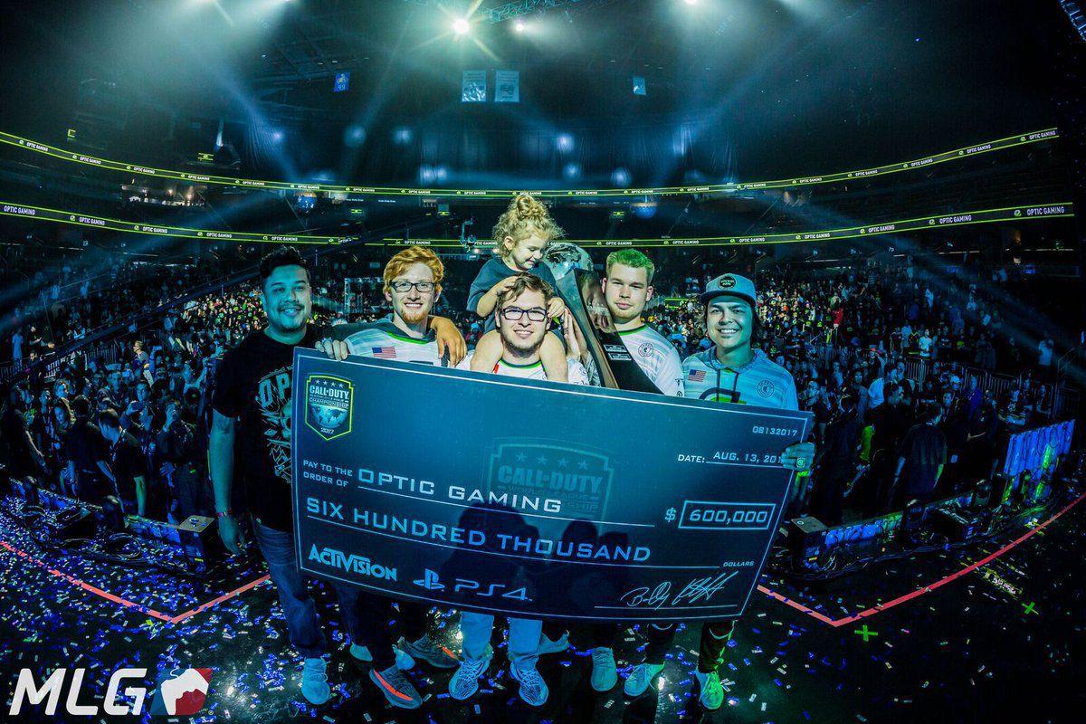 Photo of فريق OpTic يحقق فوزه الأكبر في بطولة العالم للعبة Call of Duty 2017 ليصبح أغنى فريق بالتاريخ