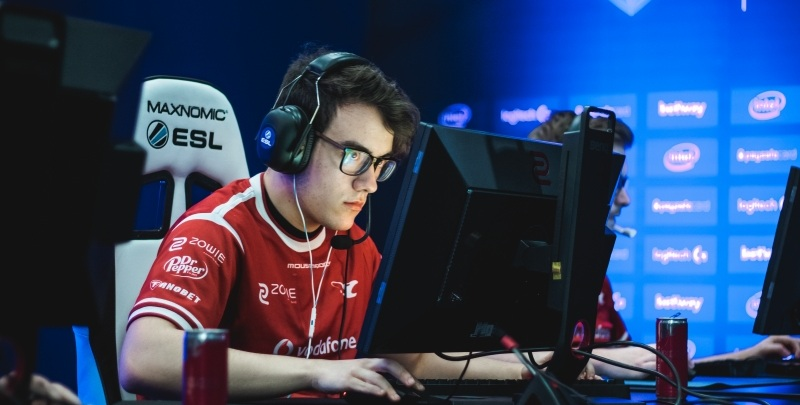 mousesports left player