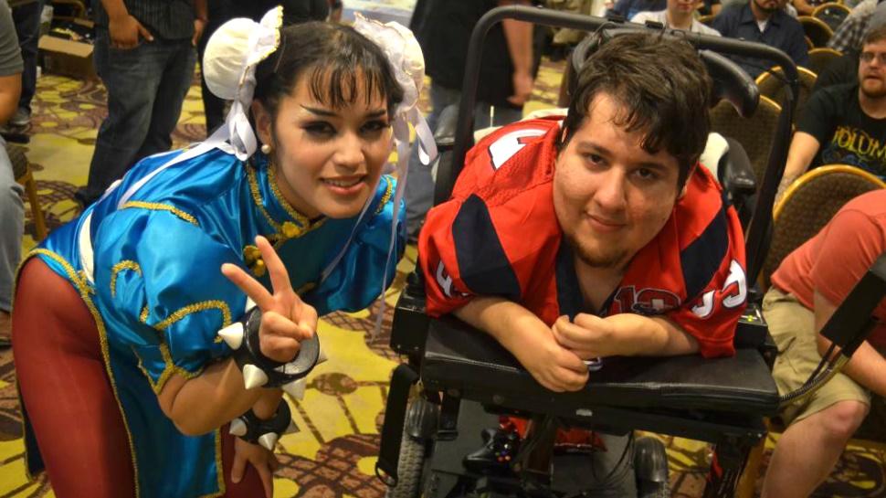 """Photo of قصة المقاتل الحقيقي """"Brolylegs"""": محترف Street Fighter الذي لم توقفه إعاقته عن التميز"""