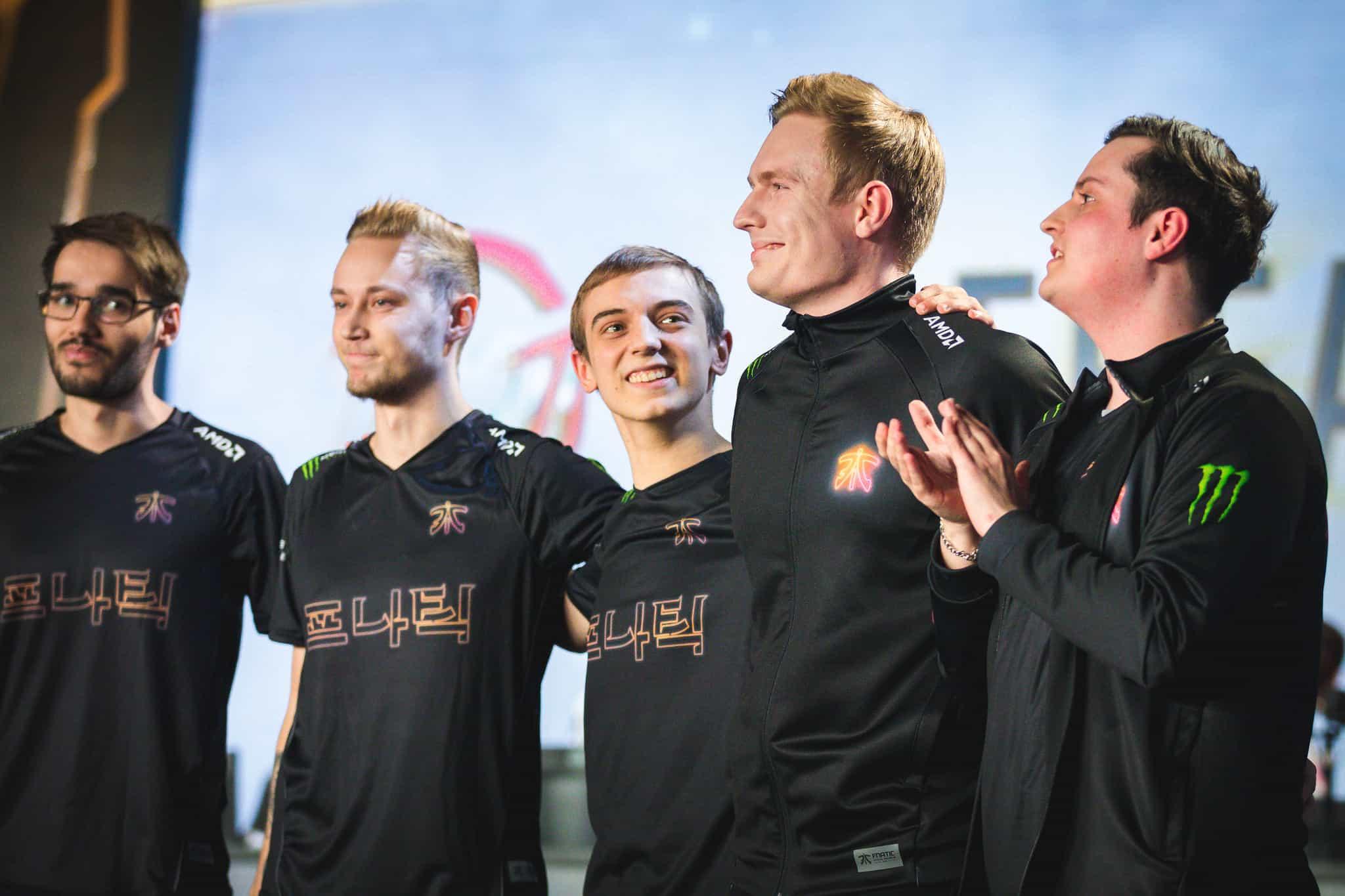 Photo of أداء رائع من فريقي Fnatic و IG مع اليوم الأخير من مرحلة المجموعات في بطولة العالم League of Legends Worlds 2018